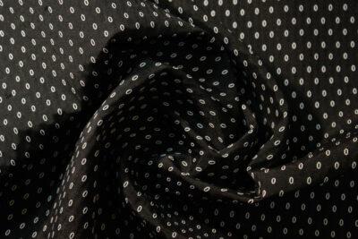 Ovalo blanco y negro